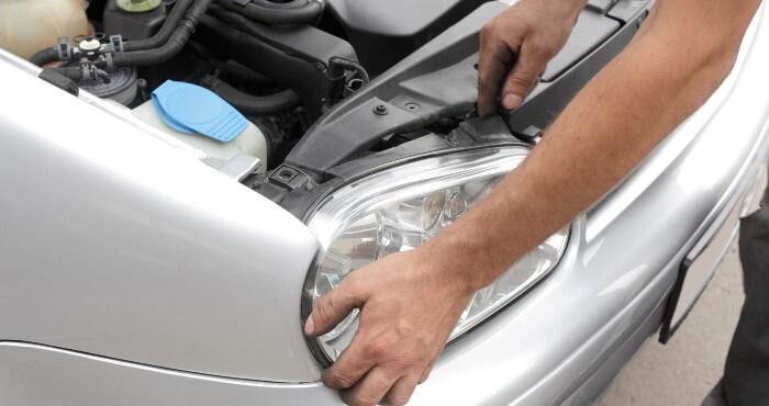 Removing car headlight