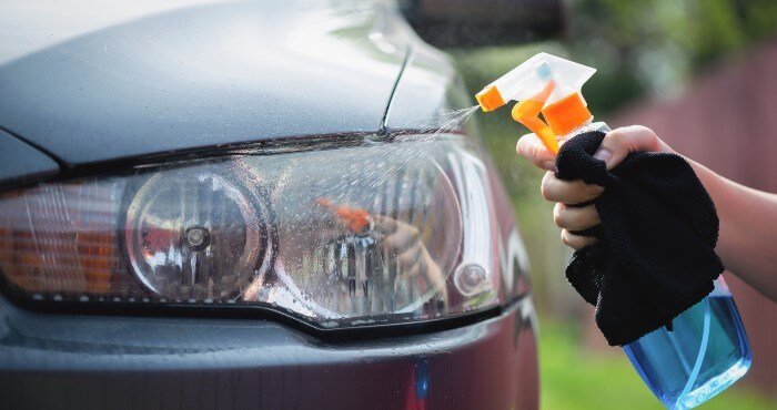 Cleaning headlight with spray cleaner